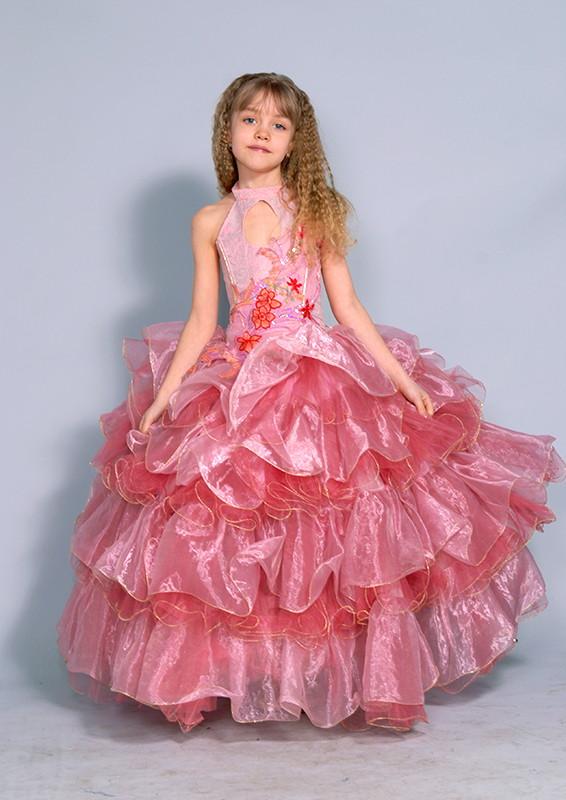 Красивое розовое бальное платье на прокат для выпускного для девочки