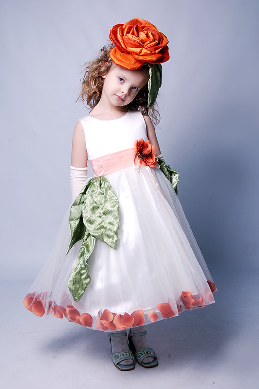 Новые костюмы и платья для девочек на прокат на праздник Весны и Цветов Киев